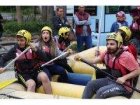 Rize'de üniversite öğrencilerinin rafting heyecanı