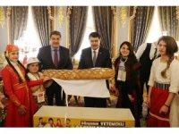 """Dünya çocuklarından Vali Şahin'e """"Barış Ekmeği"""""""