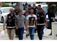 Çeşme'de insan kaçakçılığından 2 şüpheli tutuklandı