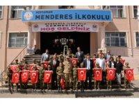 Menderes İlkokulu Mehmetçik Vakfı yararına kermes düzenledi