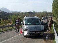 Hafif ticari araç yayaya çarptı: 1 ölü, 1 yaralı