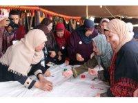 Filistinli kadınlar nakışla en uzun Filistin haritasını işledi