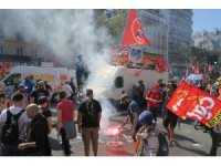 Fransa'da genel grev çağrısı sonrası binlerce kişi sokağa indi