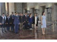Mezun adayları Atatürk'ün huzuruna çıktı