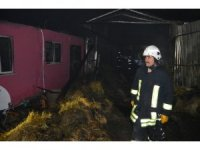Burdur'da ev ve samanlık yandı