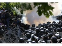 Ermenistan polisi 16 protestocuyu gözaltına aldı