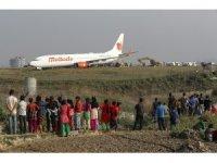 Nepal'de uçak pistten çıktı, uçuşlara ara verildi
