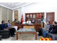 Teknik Direktör Erol Bulut'tan Başkan Ahmet Çakır'a imzalı forma