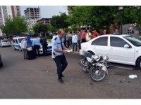 Tescilsiz motosikletle kaza yapan yaralı sürücü kaçtı
