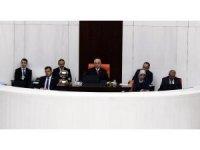 TBMM Başkanı İsmail Kahraman idaresinde açılan TBMM Genel Kurulunda milletvekili genel seçiminin yenilenmesi ve seçimin 24 Haziran 2018 tarihinde yapılması hakkında önergenin görüşmelerine başlandı.