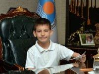 8 yaşındaki Buğra Kaan Atıl, Büyükşehir Belediye Başkanı oldu