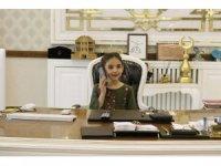 Çocuklar başkanlık makamında