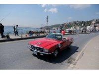 İstanbul Boğazı'nda klasik otomobil geçidi