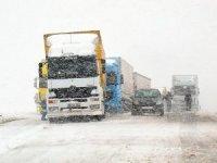 Nisan karı Tendürek'te ulaşımı aksattı