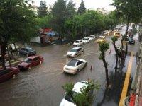 Diyarbakır'da cadde ve sokaklar sular altında kaldı
