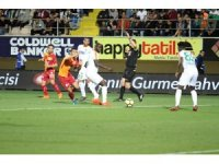 Spor Toto Süper Lig: Aytemiz Alanyaspor: 1 - Galatasaray: 2 (İlk Yarı)