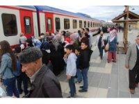 Trenle yüzlerce kişi nostaljik yolculuk yaptı