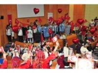 Tedavi gören minikler 23 Nsan'ı hastanede kutladı