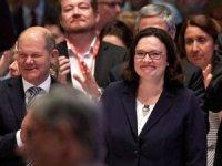 Andrea Nahles, SPD'nin ilk kadın genel başkanı oldu