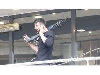 Trabzon'da pompalı tüfekli şahıs ikna edilmeye çalışılıyor