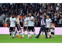 Beşiktaş tribünlerinden Şenol Güneş'e sevgi seli