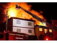 Doğalgaz patlaması sonucu çıkan yangında 7 ev kullanılamaz hale geldi
