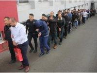 """Adana merkezli 10 ilde yapılan """"Son Alo"""" operasyonunda tutuklanan telefon dolandırıcısı Kemal Gözüaçık'ın Whatsapp'tan yaptığı telefon görüşmesinde elemanlarına verdiği dolandırıcılık önerileri ortaya çıktı"""