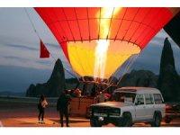 Kapadokya'da balonlar 23 Nisan için havalandı