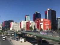 Maslak dev Türk bayraklarıyla donatıldı