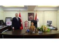 İstanbul Emniyet Müdürü Çalışkan koltuğunu kız öğrenciye devretti