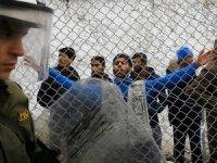 Midilli'de sığınmacılara saldırı