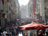 Sıcak havayı fırsat bilenler Taksim'e akın etti