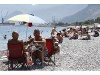 Antalya'da sahillerde 23 Nisan yoğunluğu