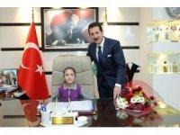 İlkadım Belediye Başkanı Tok koltuğunu minik Rana'ya devretti