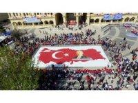 Çocuklardan 23 Nisan'da ay yıldızlı Atatürk puzzle'ı