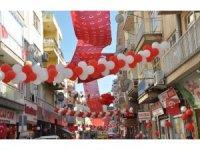 Uşaklı esnaf 23 Nisan'ı sokağı süsleyerek kutladı