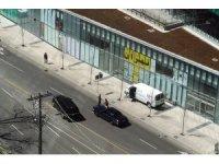Toronto'da a bir kamyonet yayaların içine daldı