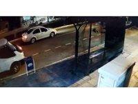 Otomobilin çarptığı çocuk metrelerce yuvarlandı