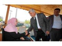 Başkan Karaosmanoğlu, 4 engelli çocuğu bulunan aileyi ziyaret etti