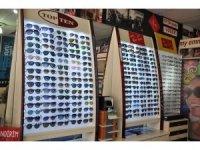 Kars'ta sahte güneş gözlüğüne karşı vatandaşlar uyarıldı