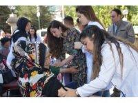 Üniversiteli öğrencilerden yaşlılara sağlık hizmeti