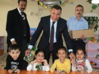 Van'daki okullarda kuru üzüm dağıtımı