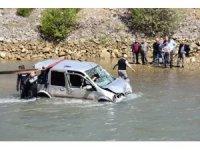 Kelkit Çayı'na uçan hafif ticari araç sudan çıkartıldı