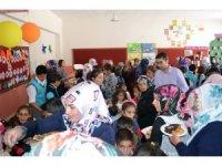 Adilcevaz'da okul yararına kermes düzenlendi