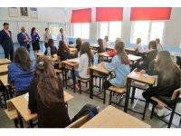 Vali Sonel'den okul ziyaretleri