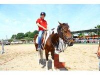 Manavgat Belediyesi'nden özel çocuklara at çiftliği sürprizi