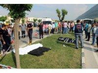 Refüjde çalışma yapan işçilere otomobil çarptı: 3 ölü