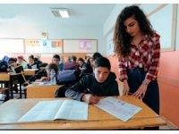 Van Büyükşehir Belediyesi 104 bin öğrenciye deneme sınavı yaptırdı