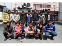Muradiye'de 14 kaçak mülteci yakalandı