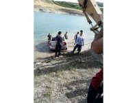 El freni çekilmeyen otomobil baraja uçtu